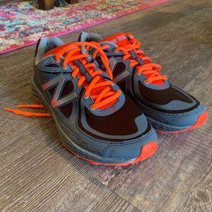 Men's 9.5 New Balance Running Shoe dark Grey-Neon